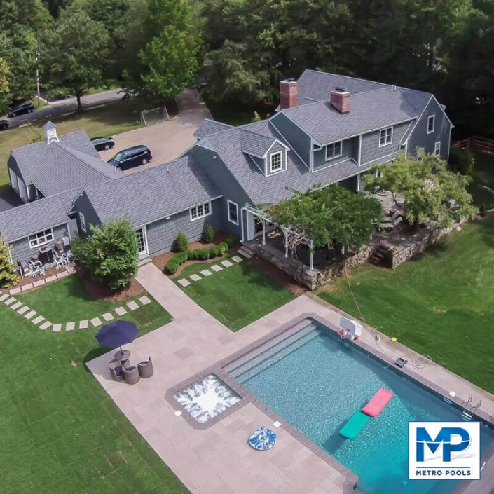 Big House with Vinyl Ingroud Pool in the Backyard, Metropools, New Jersey